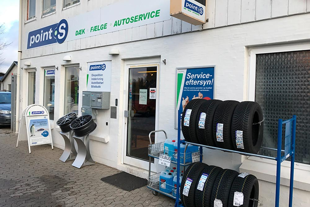 dækcenter og værksted til autoservice i farum