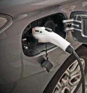 opladning og service af elbil i farum