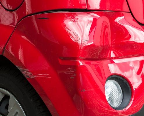 ødelagt bil hos auto team 2000